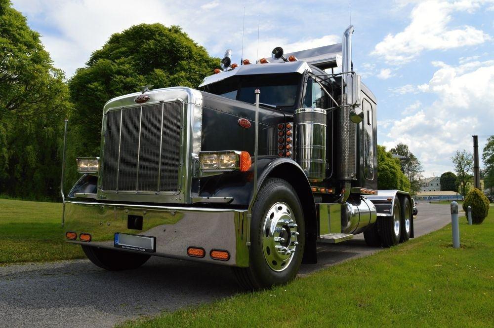 americký truck tahač Peterbilt 389